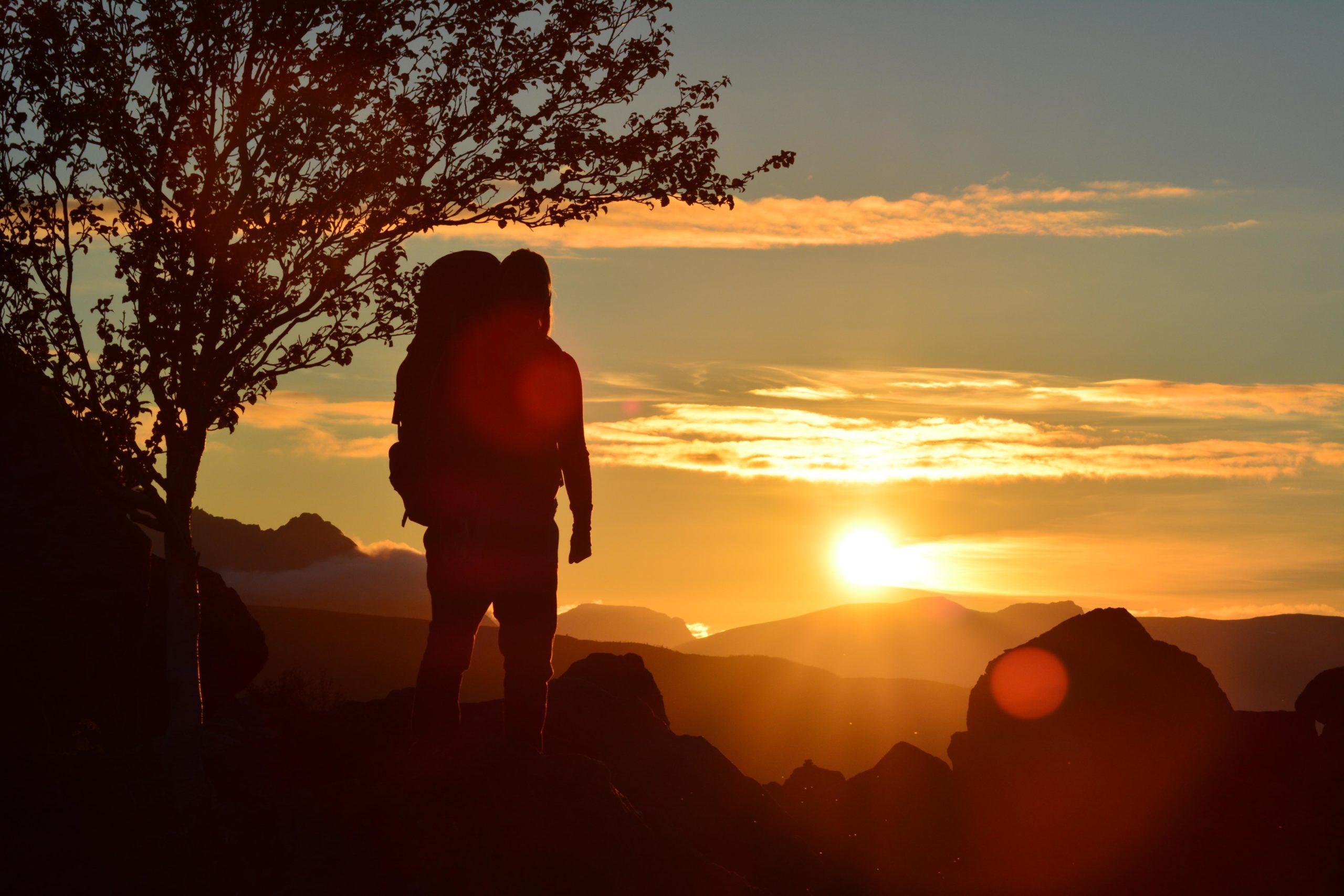 På tur til blåvannet, i vakker solnedgang | Bildet er fra DNTs fotokonkurranse-runder i 2016.